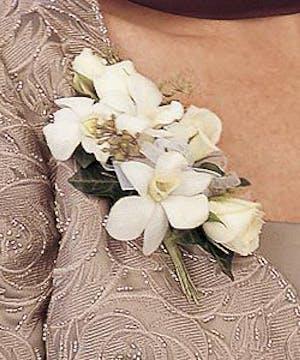 Traditonal Design of White Flowers